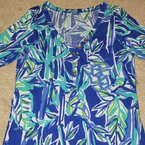 Lilly's top